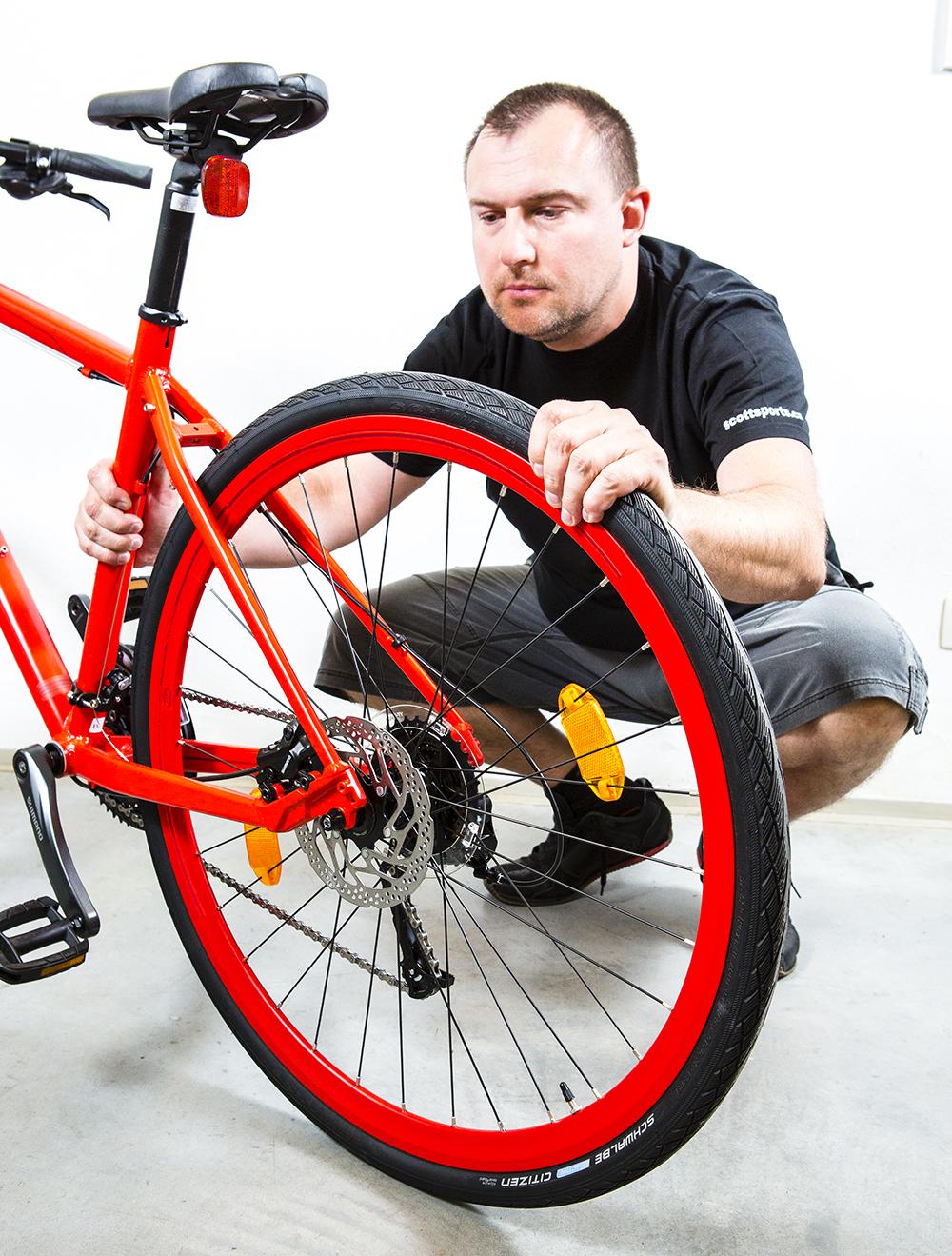 Horský bicykel vs. Hybrid. Foto: Shutterstock