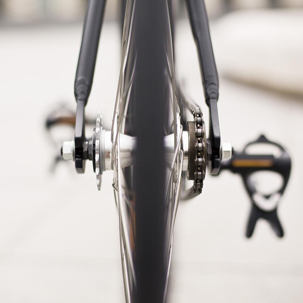 Podľa toho, ako otočíte zadné koleso, jazdíte voľnobežným alebo fixným prevodom. Foto: Marek Kikkinder