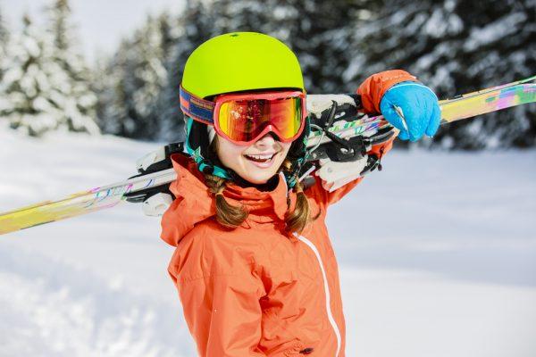 624a225b3 Ako si správne vybrať lyžiarsku prilbu