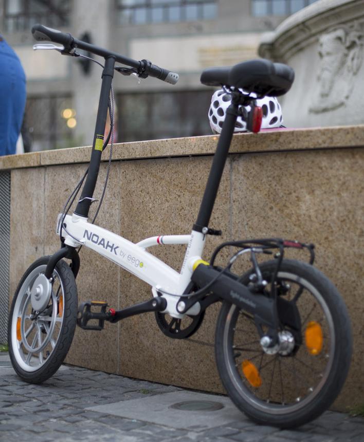 Moderný dizajn elektrobicykla priťahuje pohľady. Foto: Martin Matula