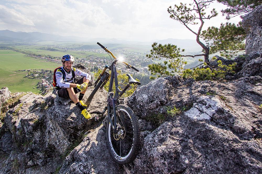 Keď sa dostanete na skaly vysoko nad mestom, ktoré miestni nazývajú jednoducho Skalky, budete mať celý Rajec pod sebou ako na dlani. Foto: Filip Nagy