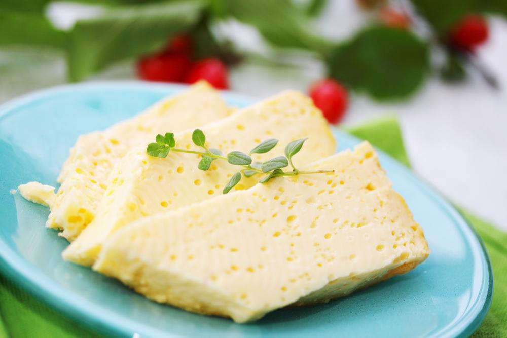 Kolostrum je mlieko, ktoré sa produkuje do 24 hodín po narodení mláďatka. Bežne sa používa kravské. Foto: Shutterstock