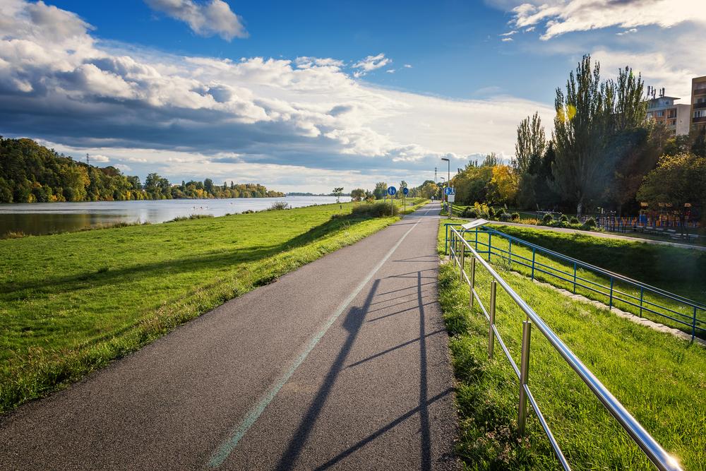 Cyklotrasa popri Váhu a Sĺňavy, Piešťany. Foto: Shutterstock