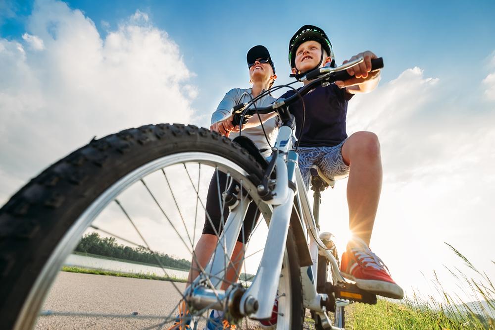 Deti a bicykel. Foto: Shutterstock