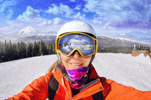 0cf4f7f3c 6 najčastejších chýb, ktorých sa lyžiari dopúšťajú pri výbere lyžiarskej  prilby a okuliarov