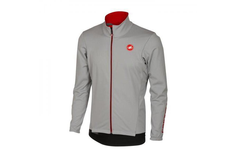 Zimná bunda, by mala byť z vetruvzdorného materiálu s vodeodpudivou povrchovou úpravou.