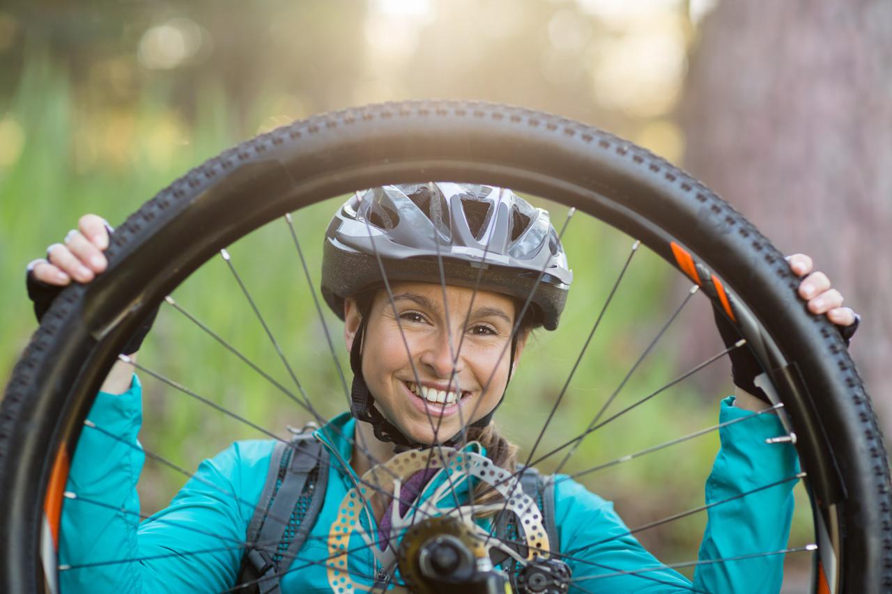 Ako spoľahlivo ochránite v tomto období svoje kĺby pri bicyklovaní? Foto: Shutterstock