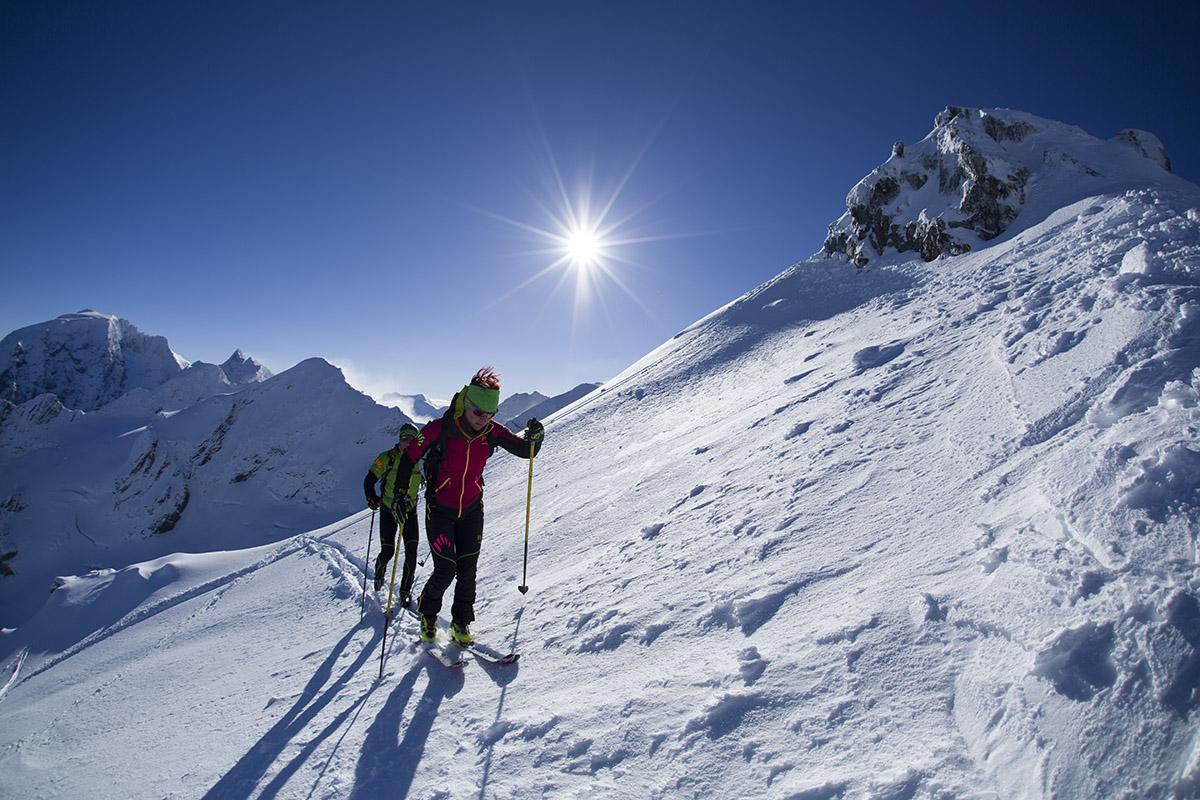 Skialpinistické oblečenie musí zvládať až dva extrémy, veľké teplo aj zimu. Foto: Davorin