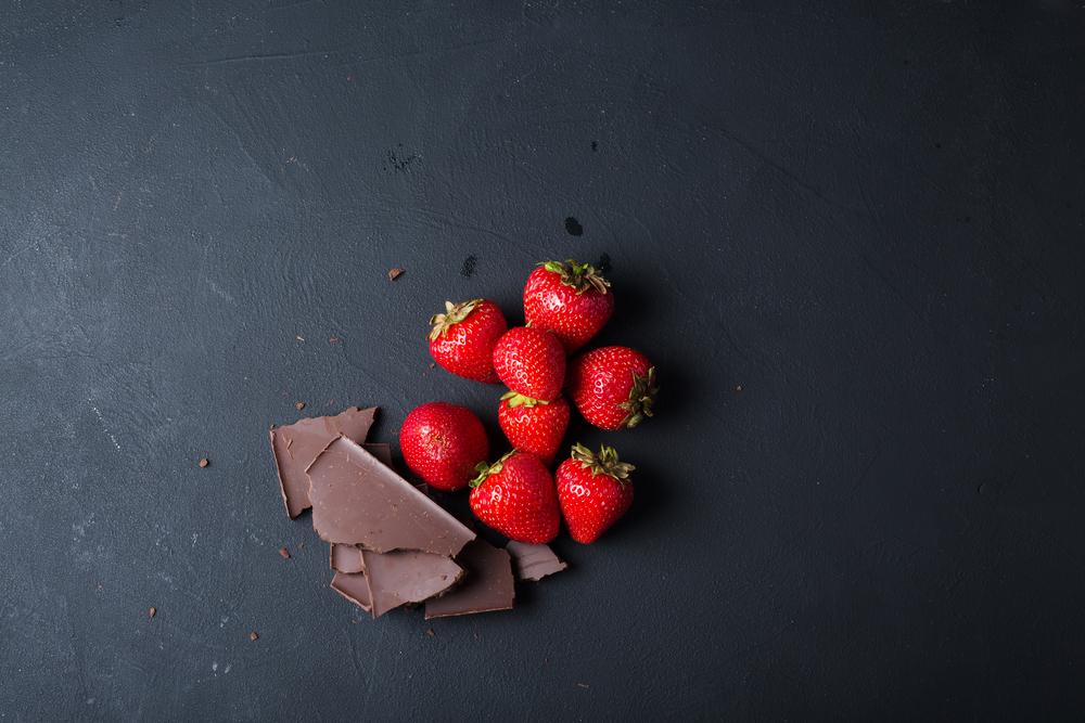 Tak ako aj vo víne, aj v čokoláde môžeme nájsť rôzne odtiene bobuľovitého ovocia, ale aj korenie, či kvety. Foto: Shutterstock