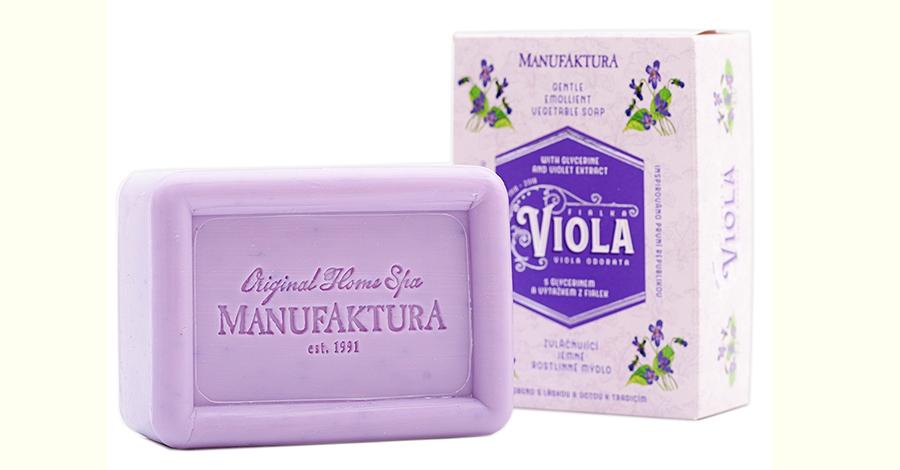 Zvláčňujúce jemné rastlinné mydlo s fialkou, glycerínom a mandľovým olejom.