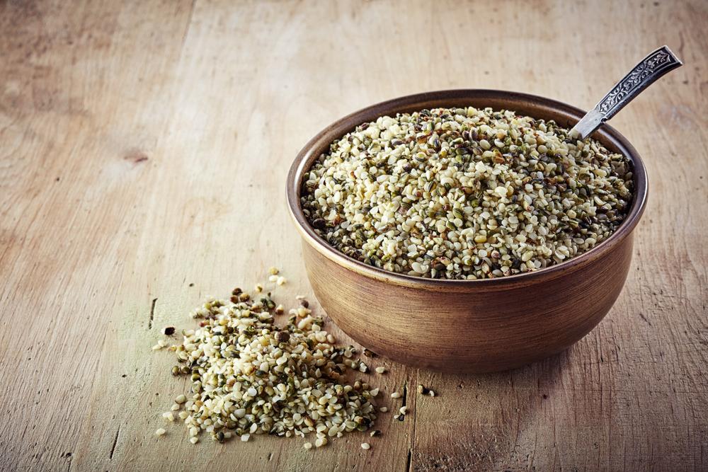 Konopné semienka sú bohaté na nenasýtené mastné kyseliny. Foto: Shutterstock