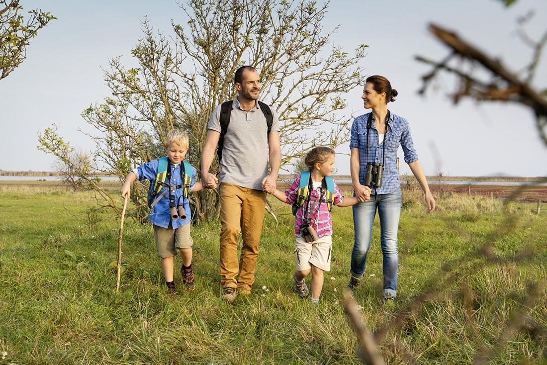 Rodinná prechádzka v prírode okolo Neziderského jazera. Foto: Burgenland tourismus/Peter Burgstaller