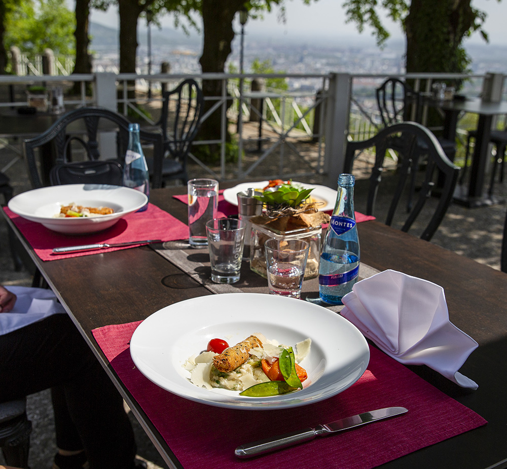 Špargľové rizoto v reštaurácii na Pöstlingbergu. Foto: Martin Matula