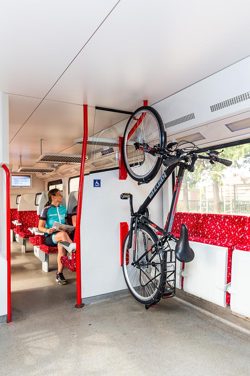 Na cyklovýlet po Záhorí sme sa aj s bicyklami prepravili vlakom. Foto: Miro Pochyba