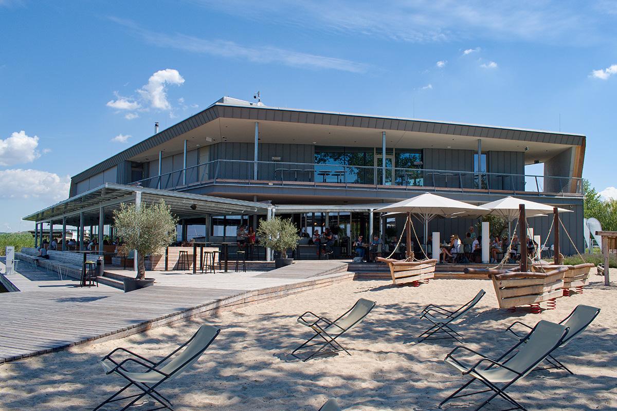 Reštaurácia das Fritz na brehu Neziderského jazera.