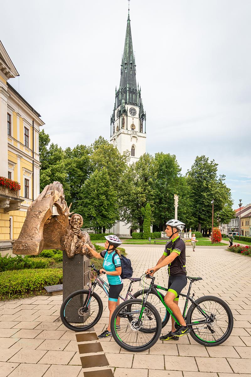 Kostol s najvyššou vežou na Slovensku sa nachádza práve v centre Spišskej Novej Vsi. Foto: Miro Pochyba