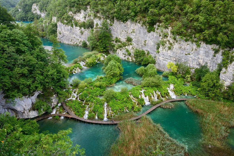 Plitvické jazerá je ideálne navštíviť mimo hlavnej turistickej sezóny. Foto: Archív Chorvátskeho turistického združenia