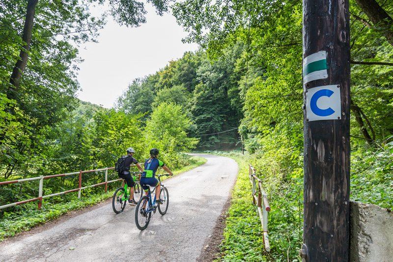 Cez Malé Karpaty na bicykli mimo hlavnej cesty. Foto: Miro Pochyba