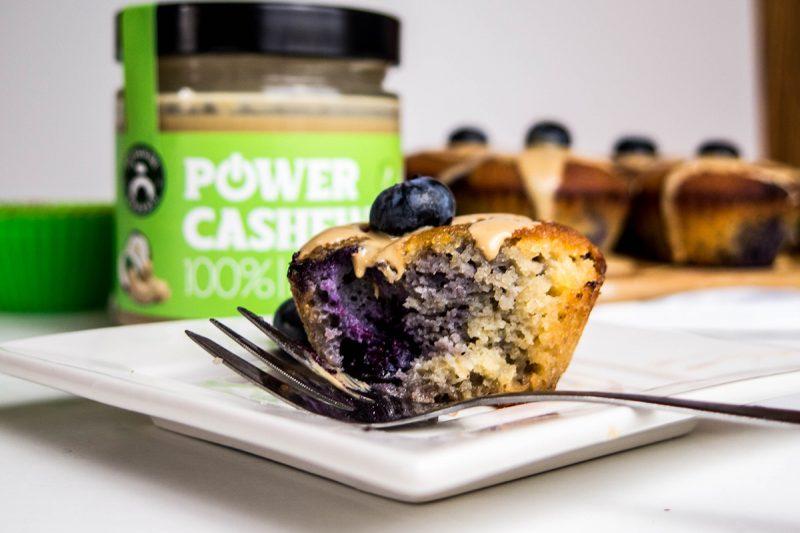 Bezlepkové čučoriedkové muffiny s Power kešu maslom. Foto: Powerlogy