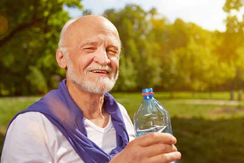 Zaujímavosťou je, že ľudia, ktorí sa dožívajúnajdlhšieho veku, pijú vodu s menším obsahom minerálov. Foto: Shutterstock