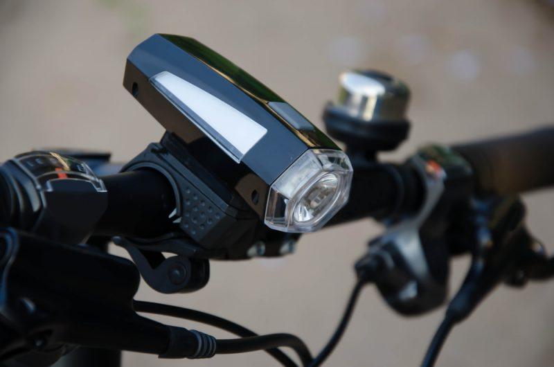 Svetlá delíme na blikačky a výkonné svetlá. Foto: Shutterstock