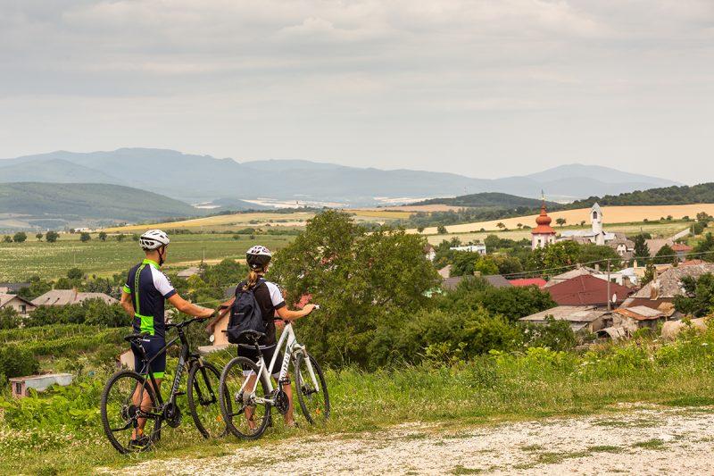 Vlakom sa na Tokaj aj so svojím bicyklom dostanete jednoducho a veľmi lacno. Foto: Miro Pochyba