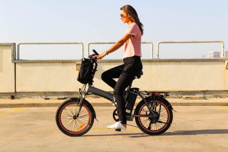 Zabudnite na pot. Na elektrobicykli môžete ísť aj do práce. Foto: Shutterstock