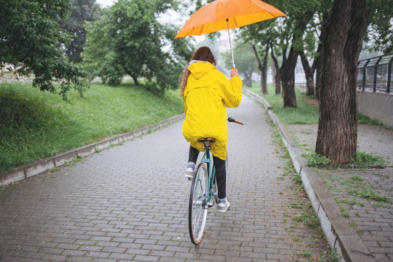 Do dažďa budete potrebovať nepremokavú bundu alebo pončo. Foto: Shutterstock