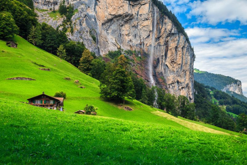Pri vodopáde Staubbach vo Švajčiarsku. Foto: Shutterstock