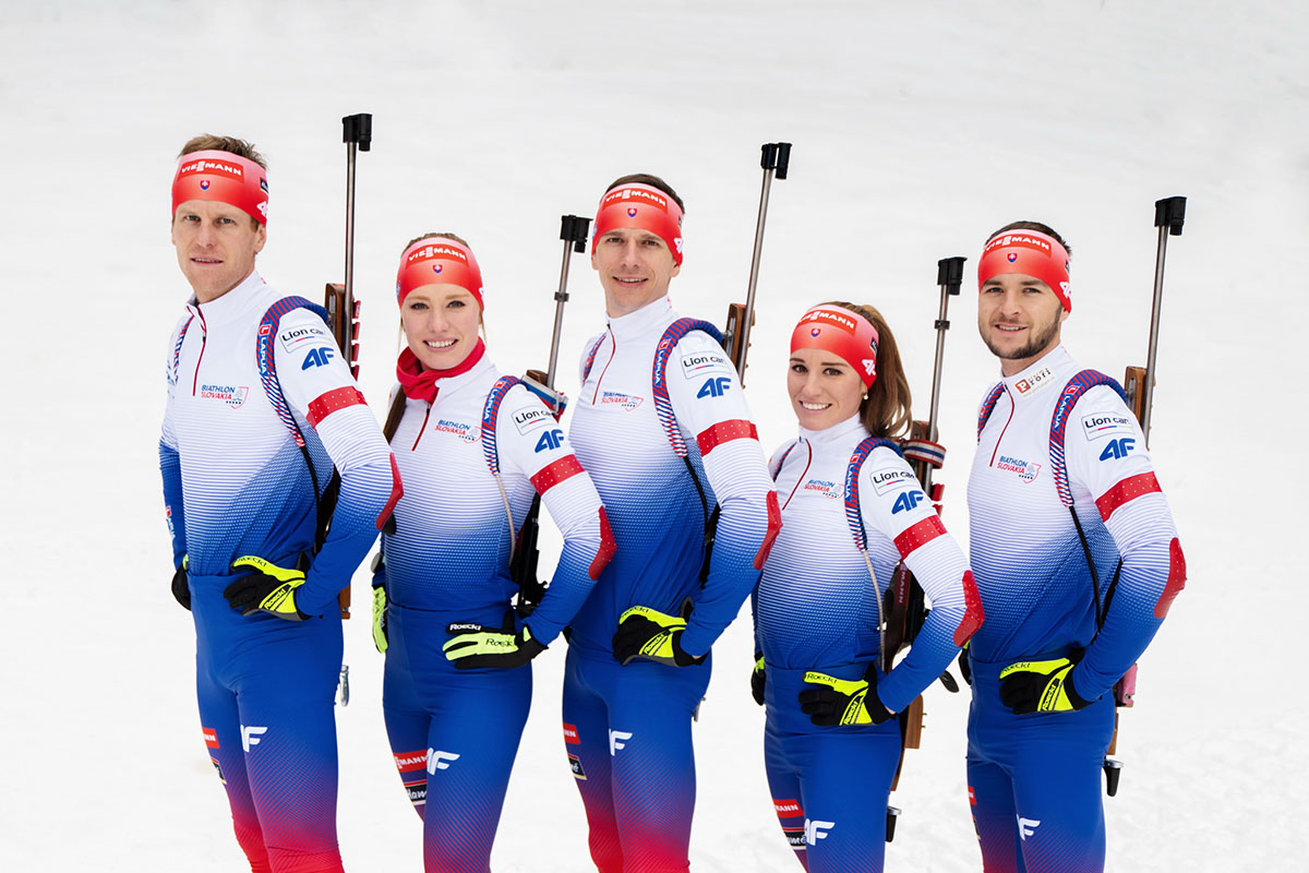 Tím slovenských biatlonistov v nových štartovacích kombinézach