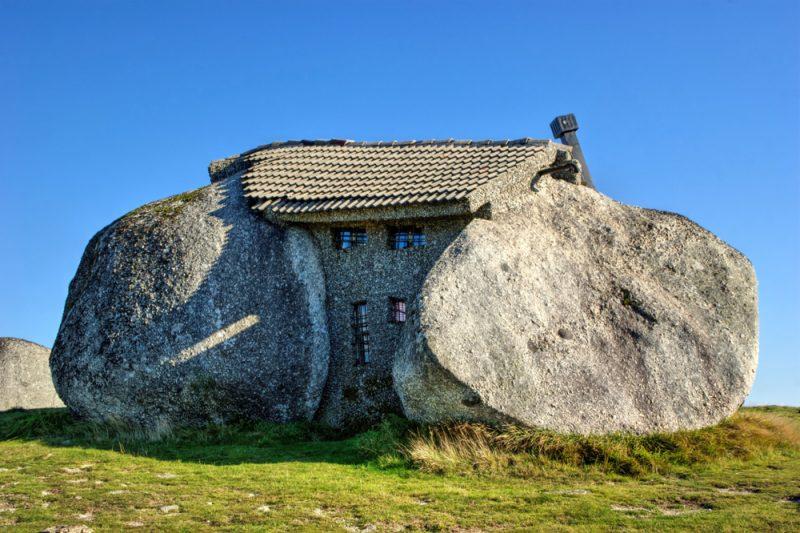 Skalný dom v horách na severe Portugalska. Foto: Shutterstock