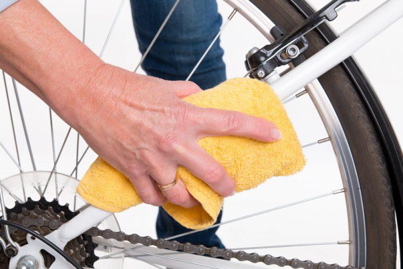Prvým krokom je očistenie bicykla od všetkých nečistôt. Foto: Shutterstock