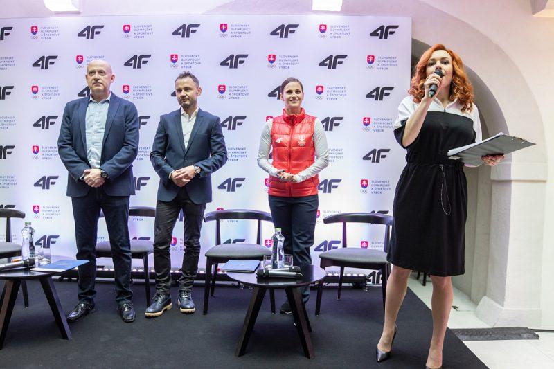 Zľava: Anton Siekel, prezident SOŠV, Igor Klaja, prezident OTCF S.A. a zakladateľ značky 4F, olympionička Danka Barteková a moderátorka podujatia Vera Wisterová