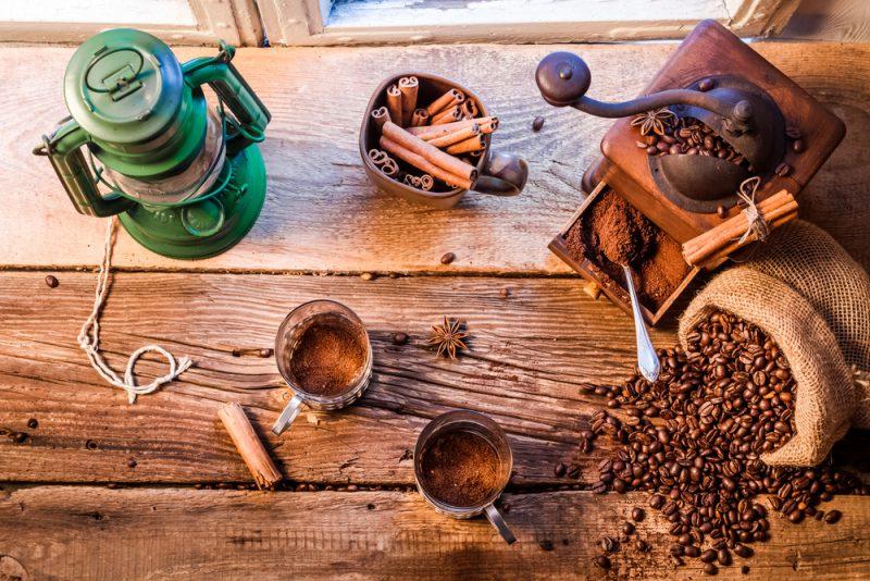 Namiesto raňajok si vyskúšajte dať iba kvalitnú kávu, ktorú obohatíte olyžičku masla akokosového MCT oleja. Foto: Shutterstock
