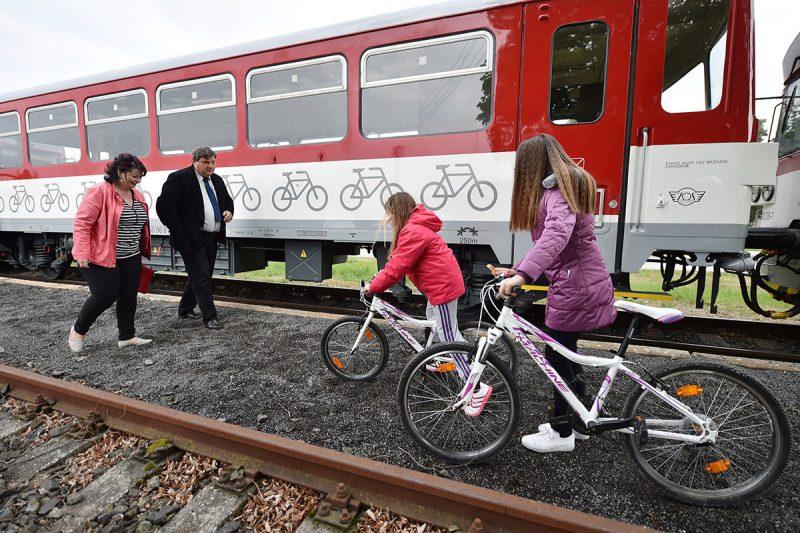 Cyklovlakom Záhoráčik sa dostanetena výlet do Malých Karpát.