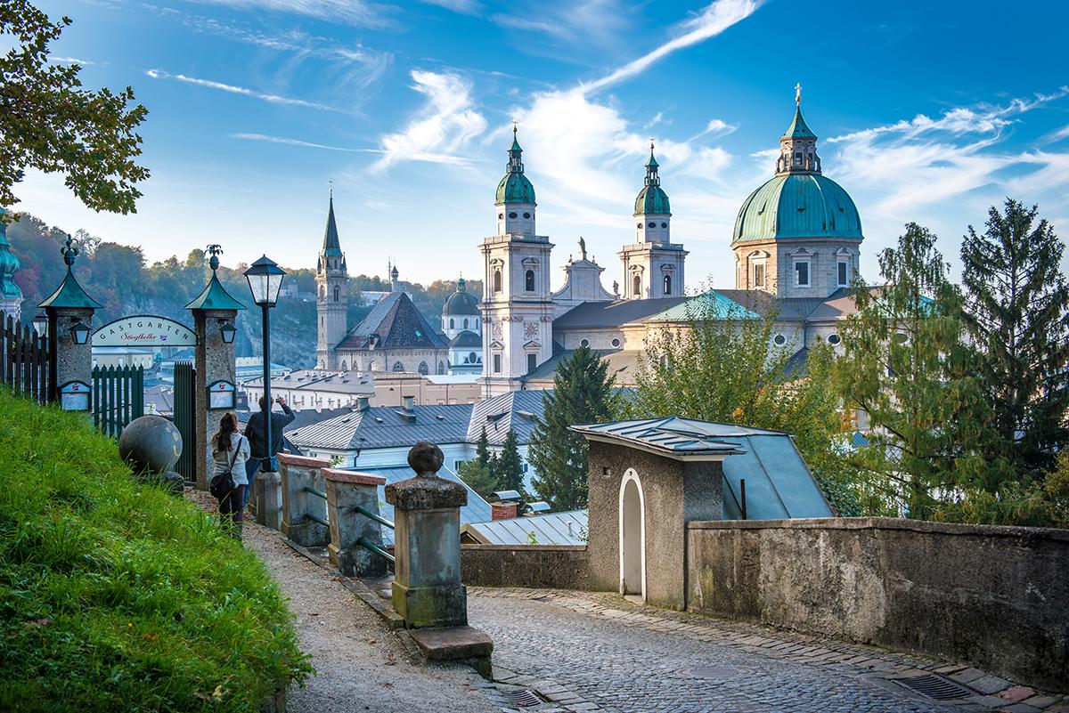 Möchsberg beim Stiegelkeller s výhľadom na katedrálu. Foto: Tourismus Salzburg