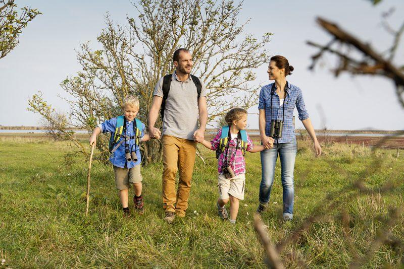 Rodinná prechádzka v prírode okolo Neziderského jazera. Foto: Burgenland Tourismus, Peter Burgstaller