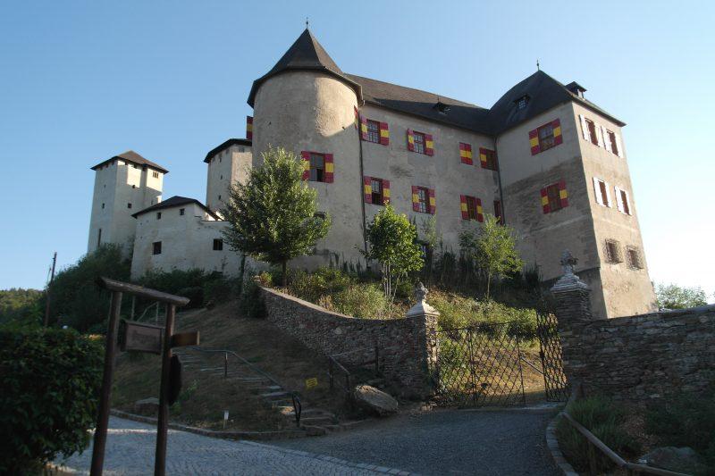 Hrad Lockenhaus a najväčšia kolónia netopierov v južnej Európe.