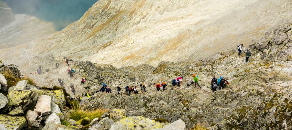Viete, kto má prednosť na turistike? Foto: Shutterstock