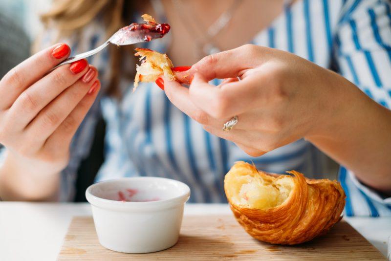 Užívajte si jedlo až po hranicu uspokojenia, ale neprekračujte ju. Foto: Shutterstock