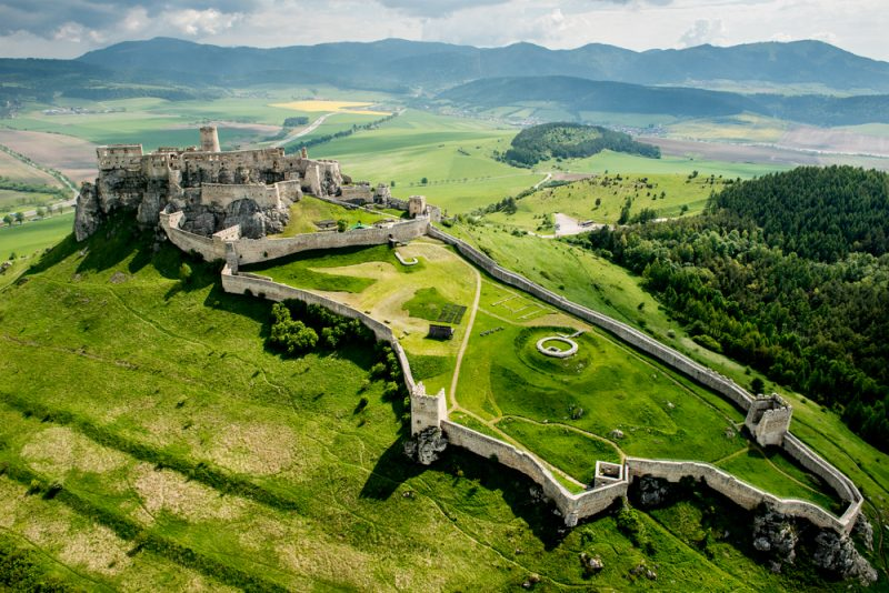 Prvá etapa prechádza okolo Spišského hradu. Foto: Shutterstock