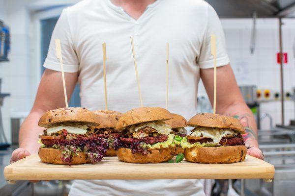 Burger vo vegánskej reštaurácii Páni Baklažáni v Nitre.