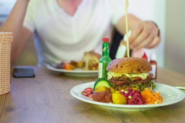 Vegánsky burger v Nitre u Pánov Baklažánov.