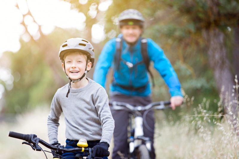 Ak vaše dieťa jazdí už samo na vlastnom bicykli, je potrebné dať pozor na správne nastavenie. Foto: Shutterstock