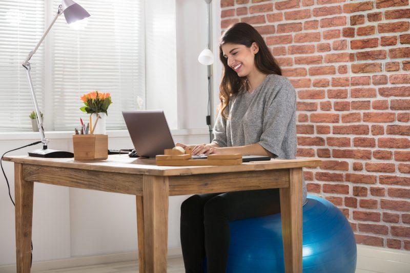 Byť v pohybe aj za stolom. Foto: Shutterstock
