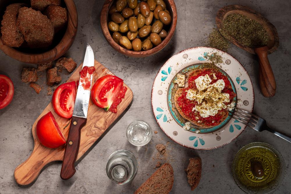 Grécky šalát Dakos. Foto: Shutterstock