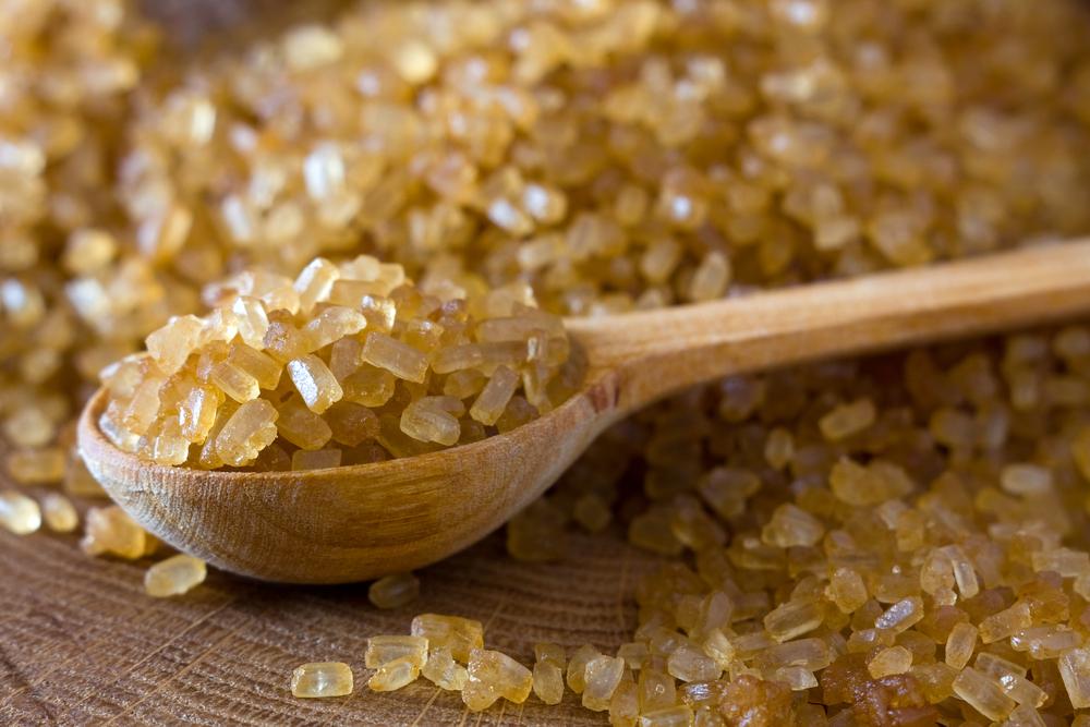 Surový trstinový cukor bez rafinácie. Foto: Shutterstock