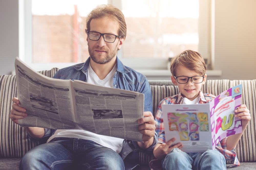 Čítanie do karantény. Čítanie časopisov deti. Foto: Shutterstock