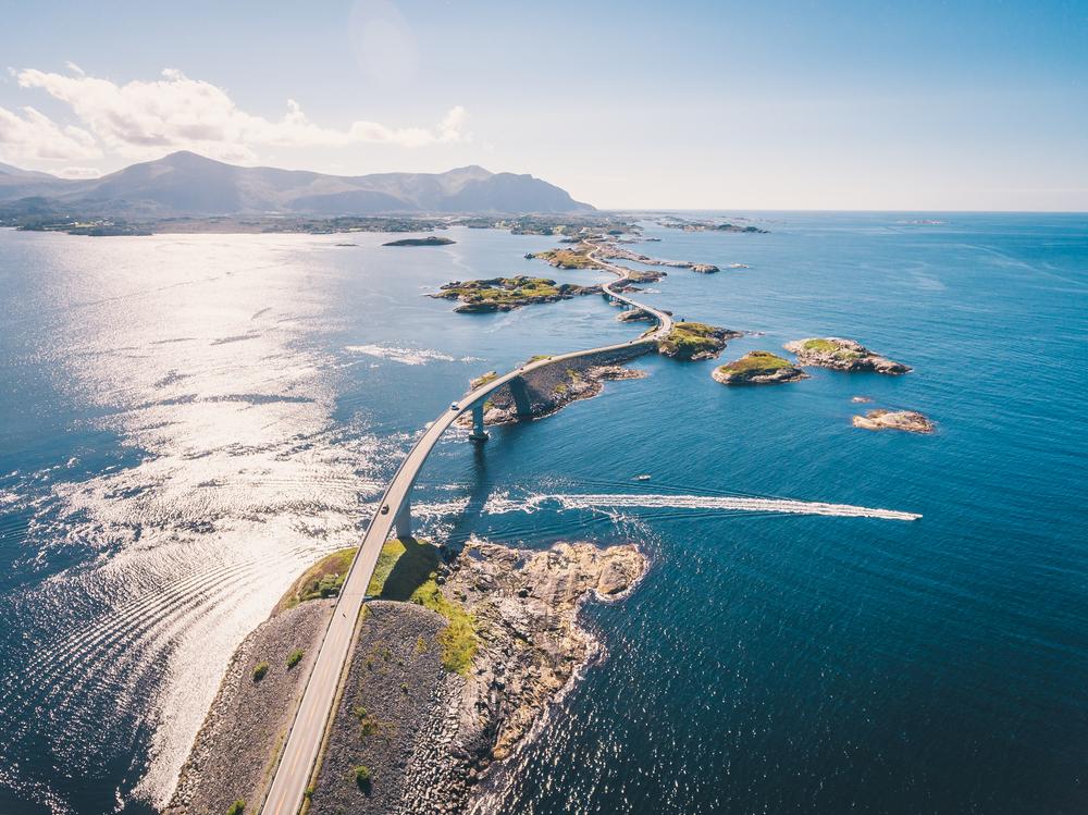 Atlantická cesta spájajúca ostrovčeky v Nórsku. EuroVelo 1. Foto: Shutterstock