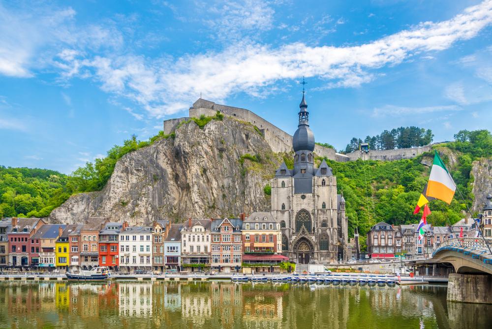 Mesto Dinant v Belgicku. EuroVelo 19. Foto: Shutterstock